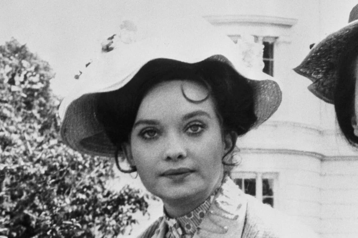 Nicola Pagett, British stage and screen actress in 'Upstairs, Downstairs,' dies at 75