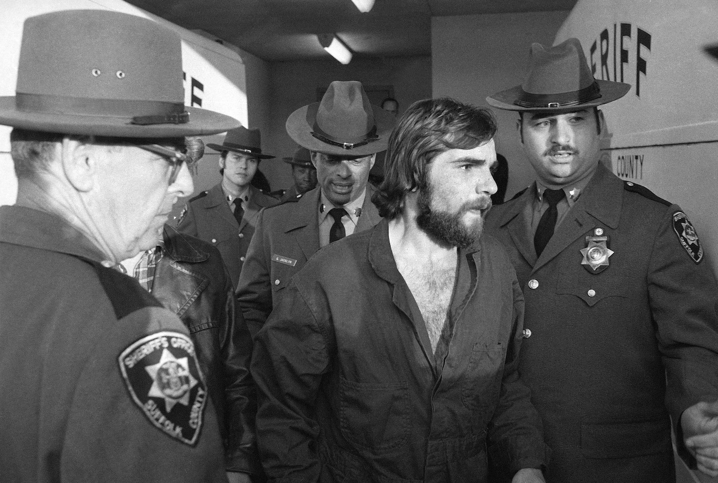 Ronald DeFeo Jr., whose slayings of family members launched 'The Amityville Horror,' dies at 69