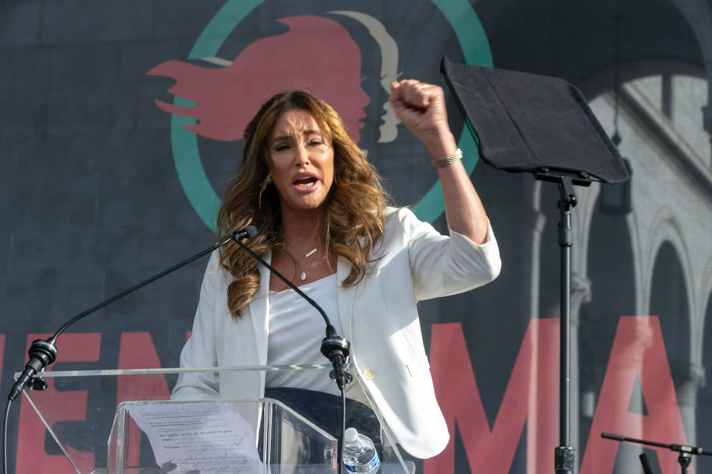Caitlyn Jenner announces plans to run for governor of California